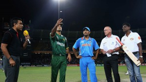 COLOMBO, SRI LANKA - SEPTEMBER 30: Mohammad Hafeez,captain of Pakistan and MS Dhoni, captain of India pictured during the coin toss during the ICC World Twenty20 2012 Super Eights Group 2 match between Pakistan and India at R. Premadasa Stadium on September 30, 2012 in Colombo, Sri Lanka. (Photo by Matthew Lewis-ICC/ICC via Getty Images)